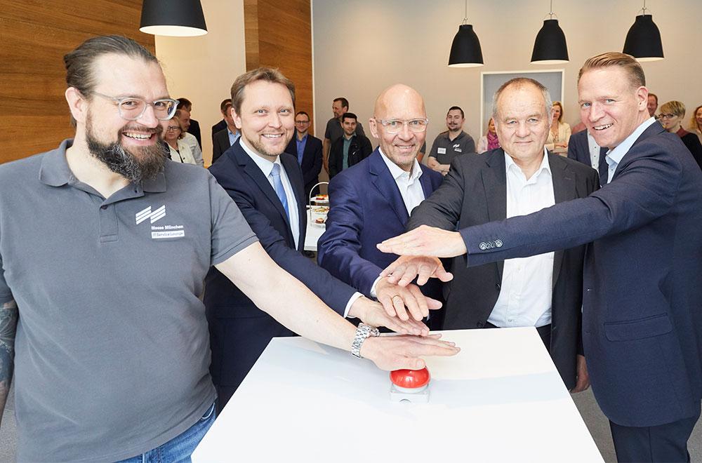 Startknopf für die Partnerschaft zwischen Messe München und IT Dienstleister DATAGROUP