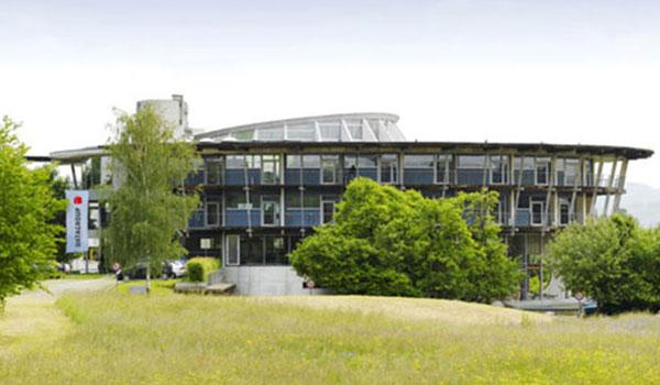 IT-Dienstleister DATAGROUP Haupsitz Pliezhausen Gebäude von außen