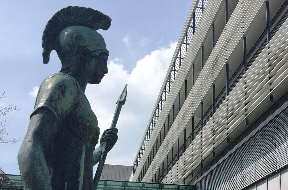 Max-Planck Statue