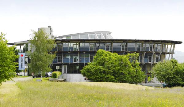 IT-Dienstleister DATAGROUP Hauptsitz Plizehausen Gebäude von außen
