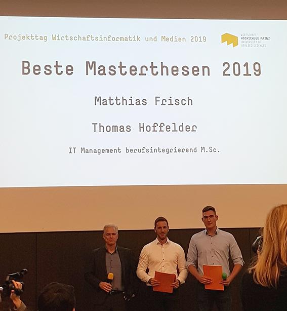Prämierung der besten Masterthesen im berufsintegrierenden Studiengang IT Management. Zu sehen: Helge Viehof (DATAGROUP), Matthias Frisch und Thomas Hoffelder