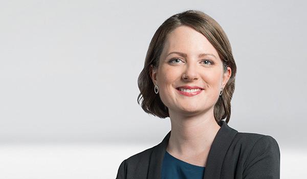 Joelle Robineau, Unternehmenskommunikation